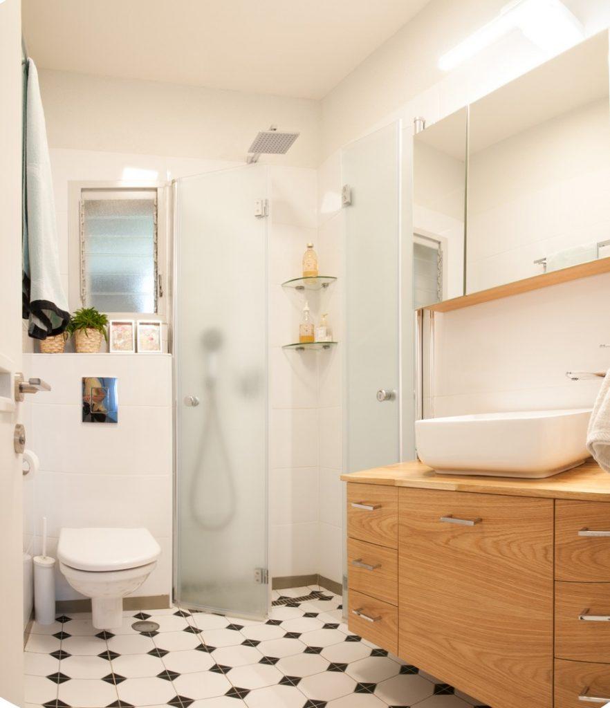 עיצוב פנים שירותים מקלחת אביב קופלר 72 גג