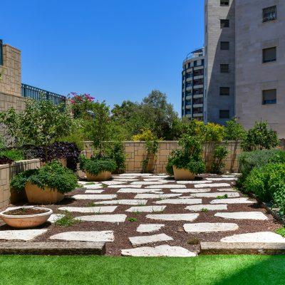 ריהוט גן משלים לשיפוץ בית פרטי