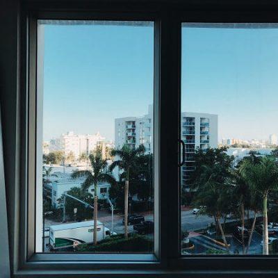החלפת חלונות אלומיניום בפרויקט שיפוץ דירה
